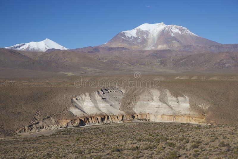 Vulkan auf dem Altiplano von Nord-Chile lizenzfreies stockbild