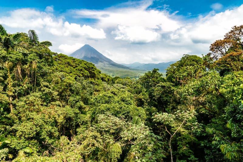 Vulkan av Arenal i Costa Rica arkivfoto