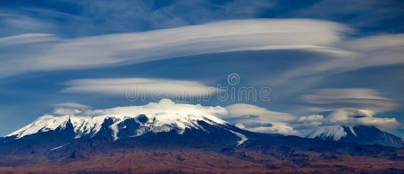 Vulkan av Kamchatka royaltyfri fotografi