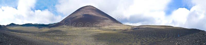 vulkan för tyatya för ökunashir kurily arkivfoto