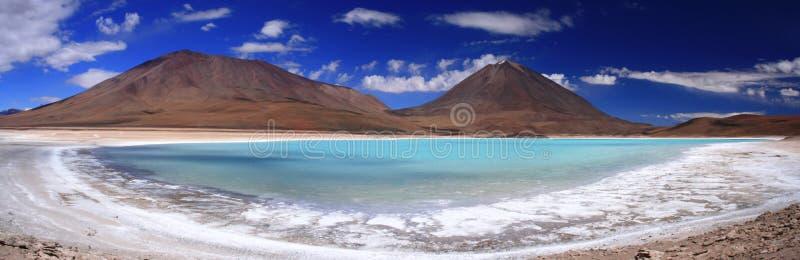 vulkan för verde för laguna licancaburpanorama fotografering för bildbyråer