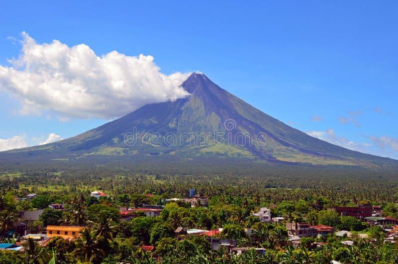 Vulkan Mayon lizenzfreie stockbilder