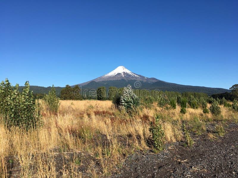 Vulkan Osorno fotografering för bildbyråer