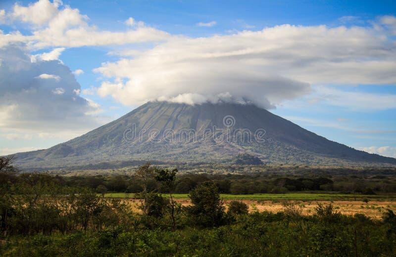 Vulkan på den Ometepe ön, Nicaragua royaltyfria bilder