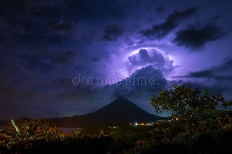 Vulkan von Arenal lizenzfreies stockbild