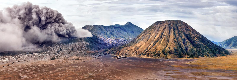 Vulkanausbruch Mount Bromo ist ein aktiver Vulkan in East Java, Indonesien stockfotografie
