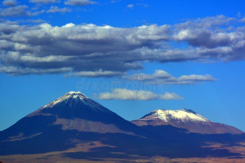 Vulkane in Atacama-Wüste lizenzfreie stockbilder