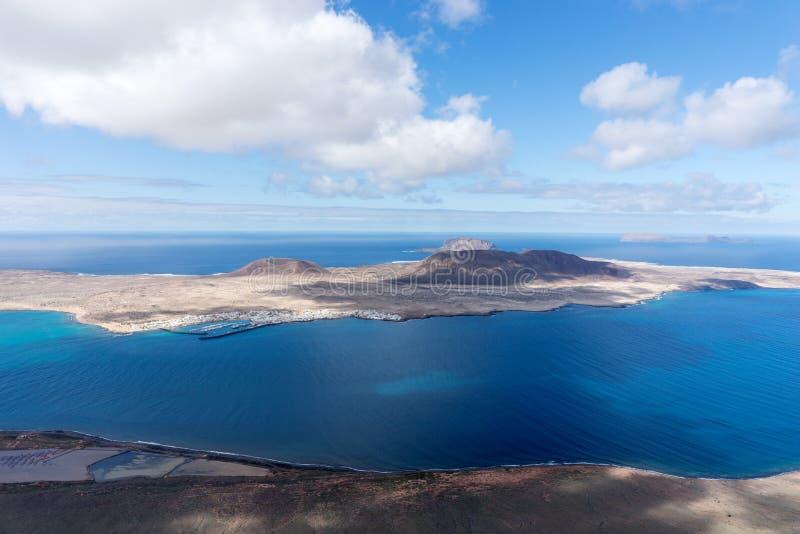 Vulkaninsel-La Graciosa Ansicht von Lanzarote, Kanarische Inseln lizenzfreie stockbilder