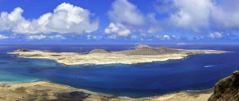Vulkaninsel-La Graciosa des Atlantiks - eine Ansicht von Lanzarote lizenzfreie stockfotos