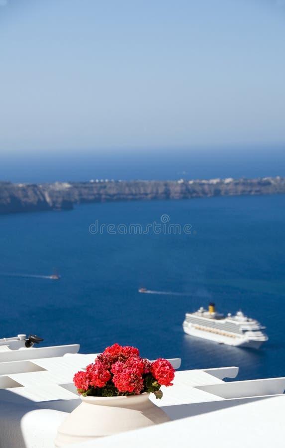vulkanische eilandensantorini met cruiseschip royalty-vrije stock foto's