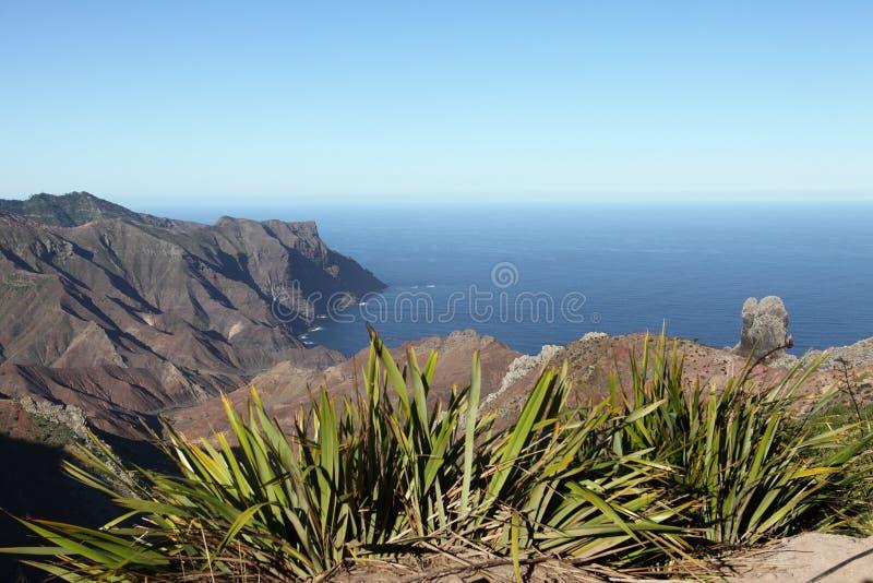 Vulkanische kustlijn van Zandige Baai op St.Helena stock afbeeldingen