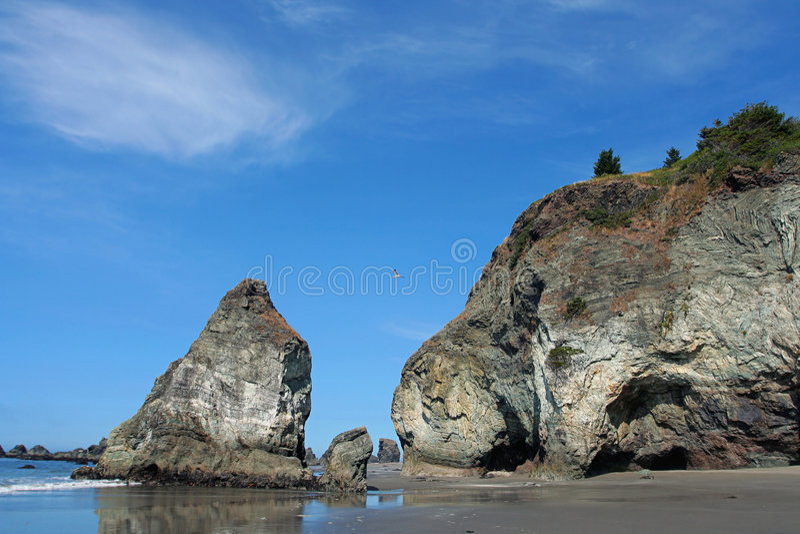 Vulkanische strandrotsen royalty-vrije stock foto's