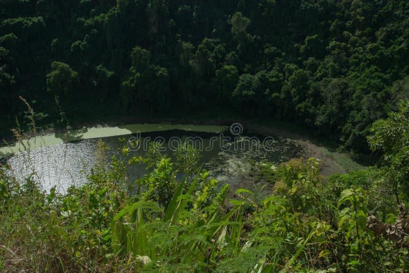 vulkanisk lake royaltyfri bild