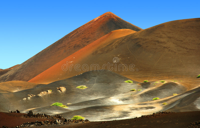 vulkanisk liggande royaltyfria bilder