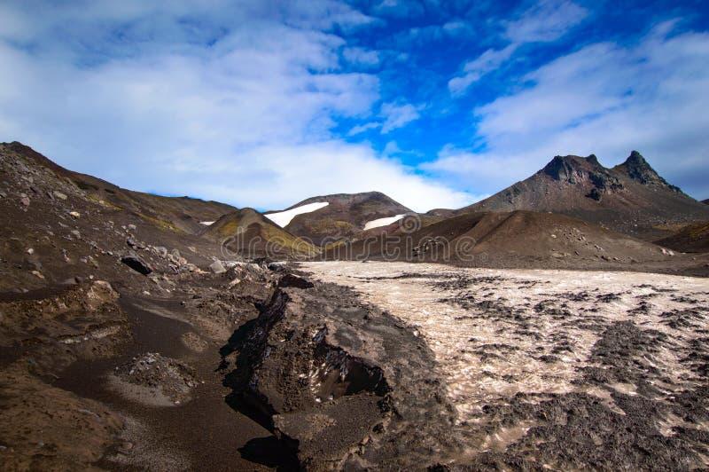 vulkanisk liggande Avachinsky vulkan - aktiv vulkan av den Kamchatka halvön Ryssland Far East royaltyfria bilder