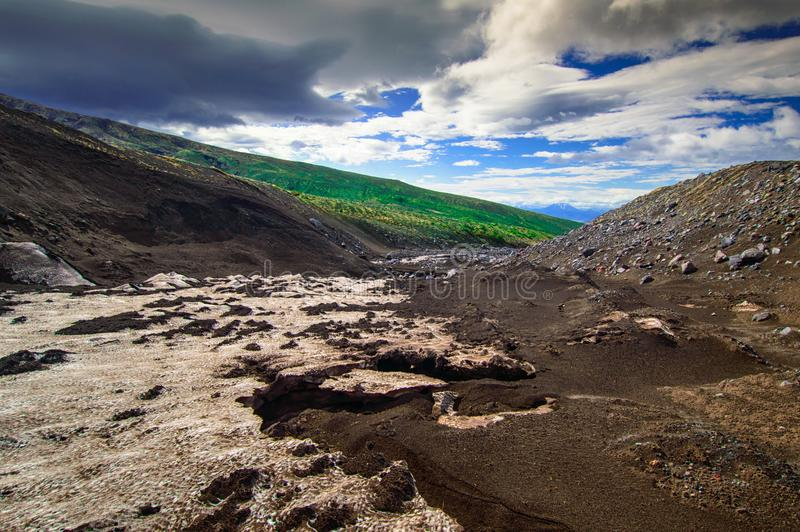 vulkanisk liggande Avachinsky vulkan - aktiv vulkan av den Kamchatka halvön Ryssland Far East royaltyfri foto