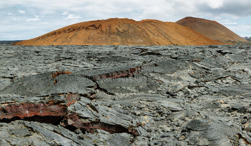 Vulkaniskt landskap av Santiagoön arkivbilder