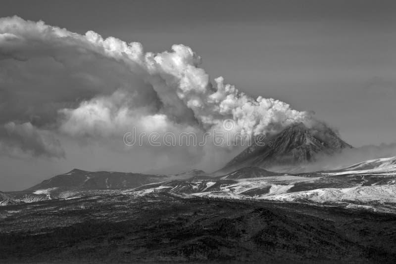 Vulkaniskt utbrott i Kamchatka, pyroclastic flöde arkivfoton