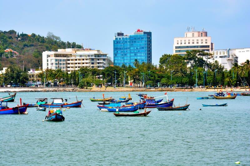 Vung Tau, Vietnam - 30 gennaio 2018: Spiaggia anteriore nella città di Vung Tau fotografia stock libera da diritti