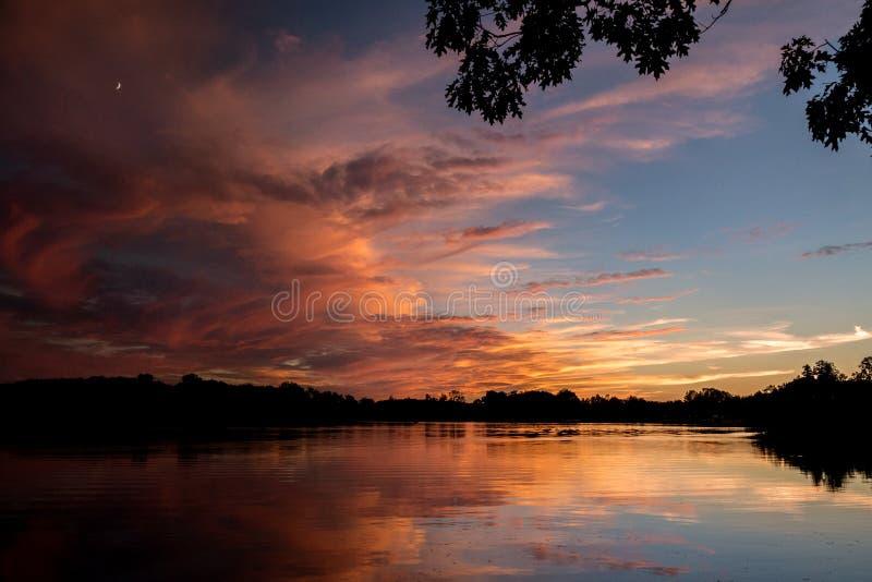 Vurige zonsondergang over Michigan stock foto's