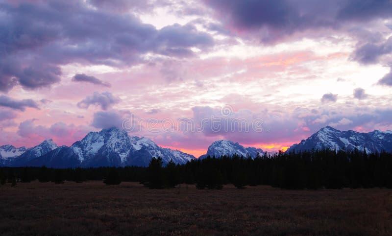 Vurige Zonsondergang over Tetons royalty-vrije stock afbeeldingen