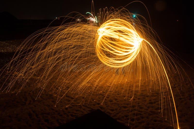Vuurbol op het strand stock foto's