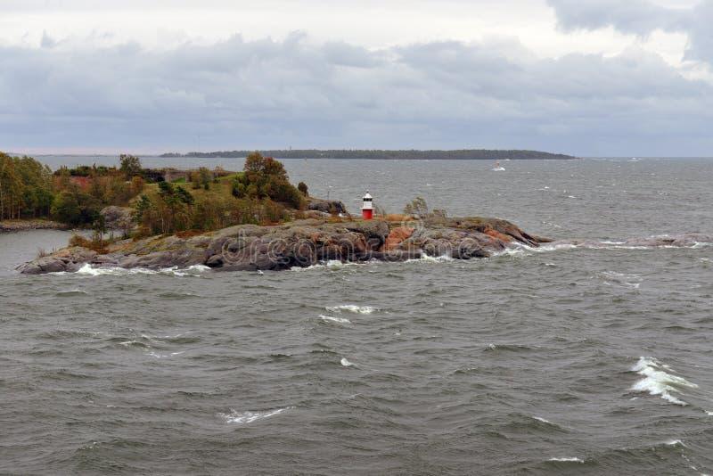Vuurtoren in Autumn Baltic Sea Sombere winderige dag royalty-vrije stock foto