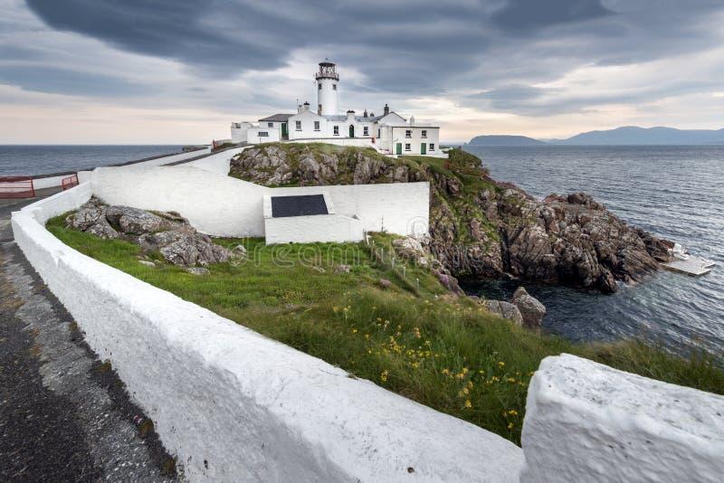 Vuurtoren bij Fanad-Hoofd, Ierland royalty-vrije stock fotografie