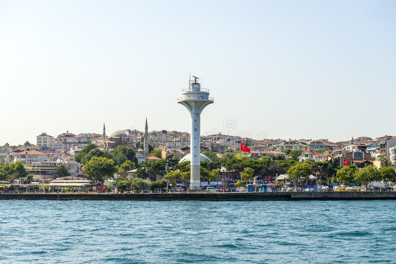 Vuurtoren bij Marinepijler in Istanboel bij de ingang van Bosphorus royalty-vrije stock afbeeldingen