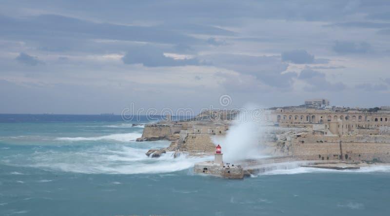 Vuurtoren in de Grote Haven in Valletta-stad - hoofdstad van Malta Het eiland van Malta Middellandse Zee - Beeld royalty-vrije stock afbeeldingen