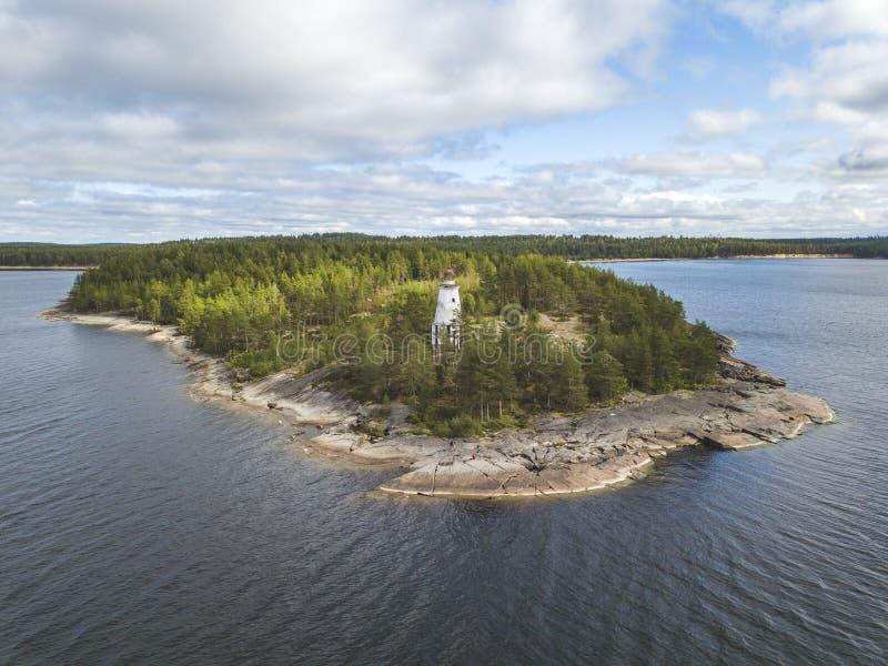 Vuurtoren, Kaap Besov Nrs., de kust van Meeronega, Karelië royalty-vrije stock afbeelding
