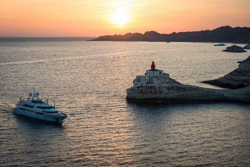 Vuurtoren Madonetta dichtbij Bonifacio, het eiland van Corsica stock afbeeldingen