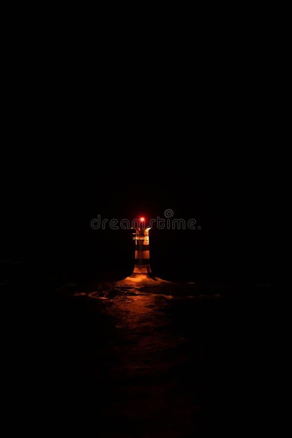 Vuurtoren Marhallan buiten Mariehamn Aland in het midden van nacht stock foto's