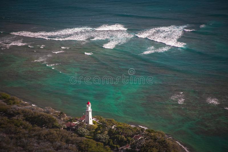 Vuurtoren onder Diamond Head in Hawa? stock afbeelding