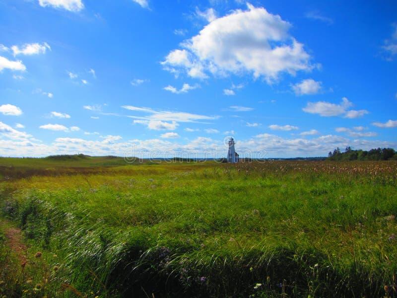 Vuurtoren op een gebied, Prins Edward Eilanden Canada royalty-vrije stock afbeelding