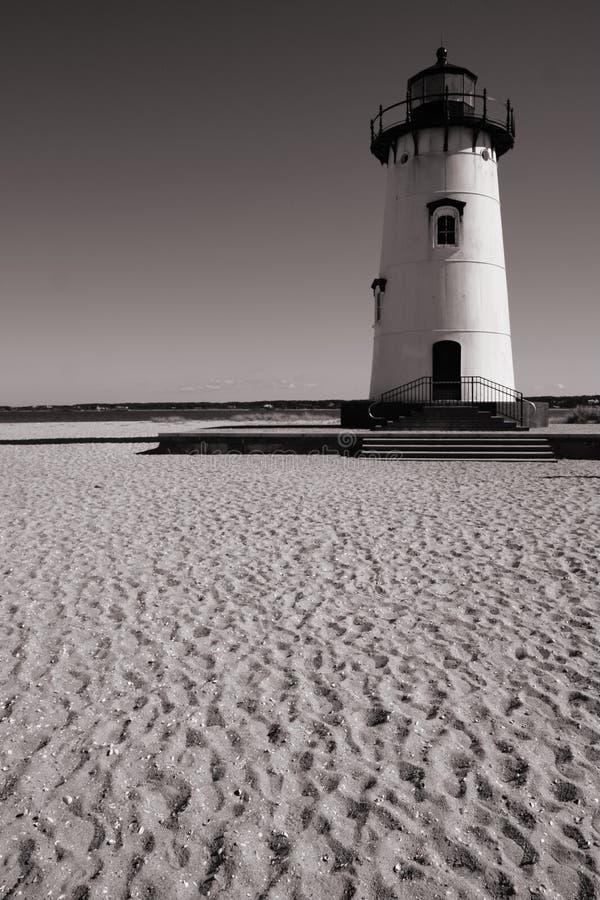 Vuurtoren op het strand stock foto's