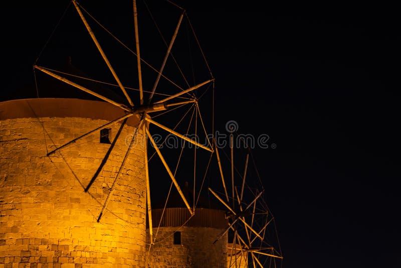 Vuurtorenfort Sinterklaas in Rhodos, Griekenland bij nacht stock foto