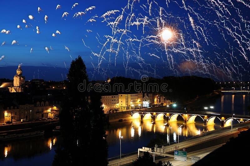 Vuurwerk bij de Loire-rivier in Frankrijk royalty-vrije stock foto's