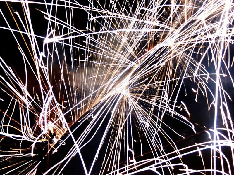 Vuurwerk bij nieuwe jarenvooravond stock foto