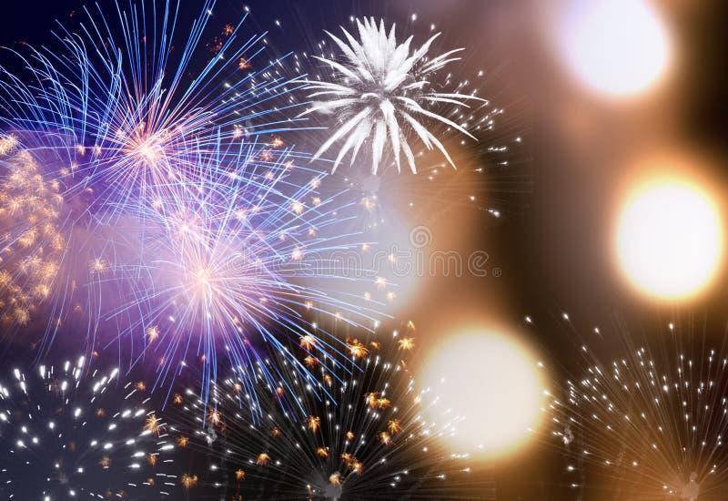 Vuurwerk bij Nieuwjaar en exemplaarruimte - abstracte vakantiebackgrou royalty-vrije stock afbeeldingen
