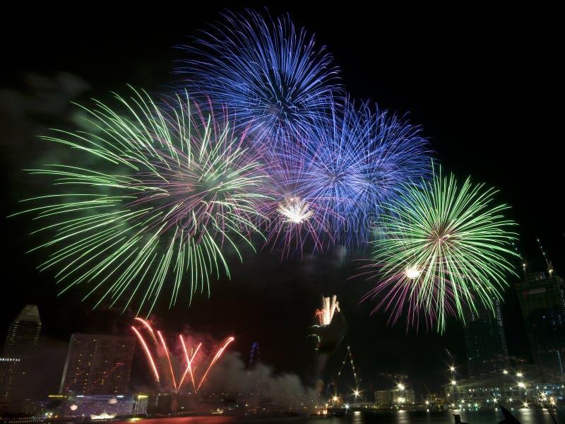Vuurwerk bij Repetitie van de Dag van Singapore de Nationale royalty-vrije stock afbeelding