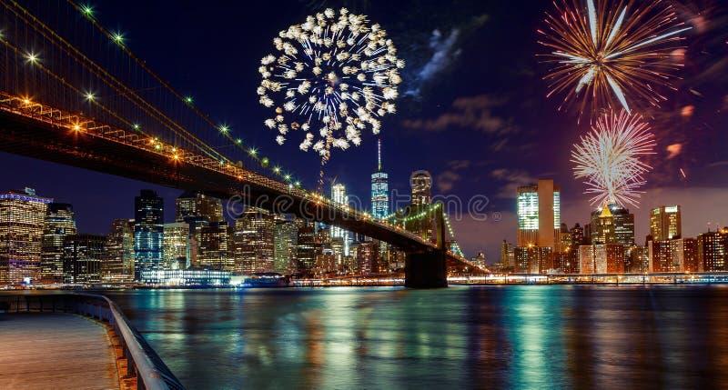 Vuurwerk de Stad over van Manhattan, New York stock foto's