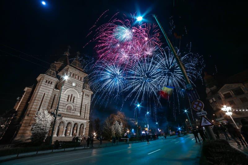 Vuurwerk dichtbij de Orthodoxe Kathedraal in Timisoara royalty-vrije stock foto's