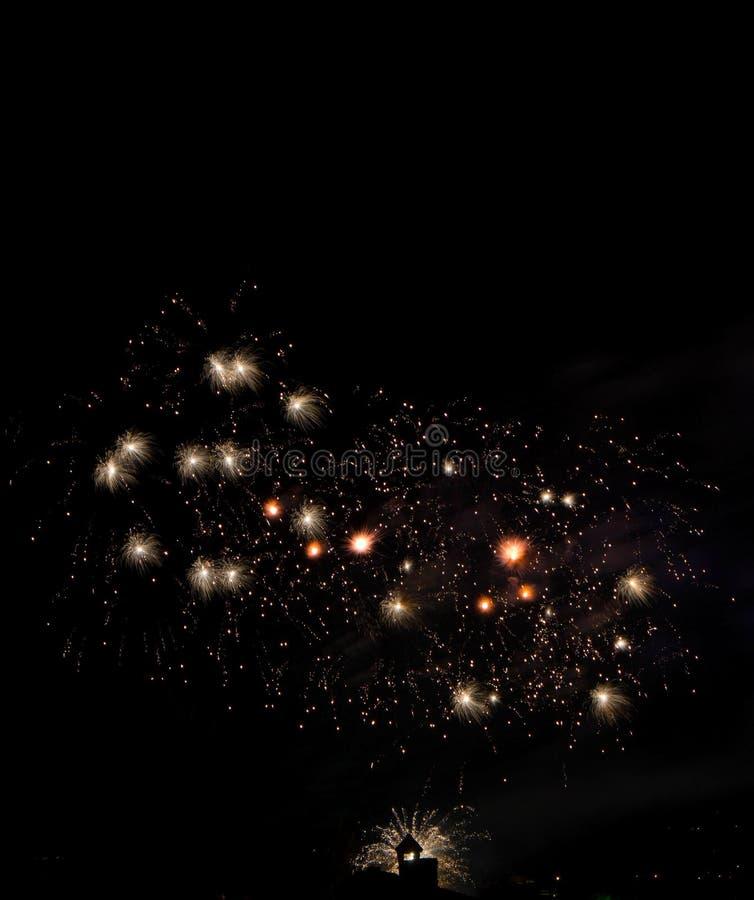 Vuurwerk die in stad barsten royalty-vrije stock foto's