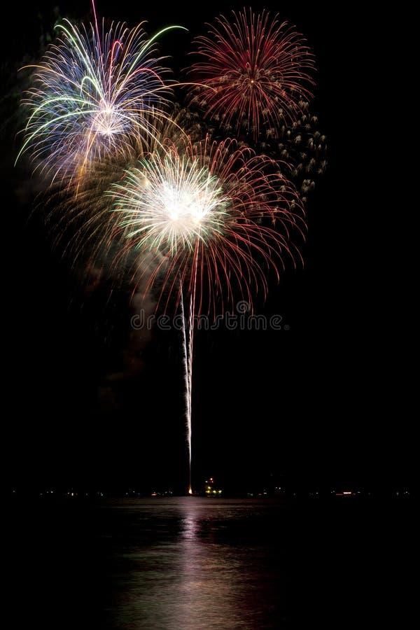 Vuurwerk met meerbezinning royalty-vrije stock foto