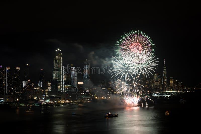 Vuurwerk op Hudson River, de Stad van New York royalty-vrije stock afbeeldingen