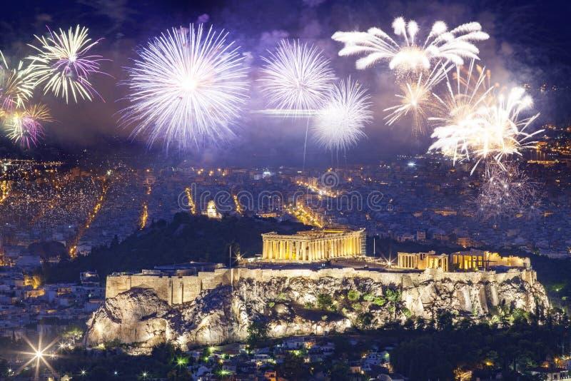 Vuurwerk over Athene, Akropolis en Parthenon, Attica, Griekenland - Nieuwjaarbestemming stock foto