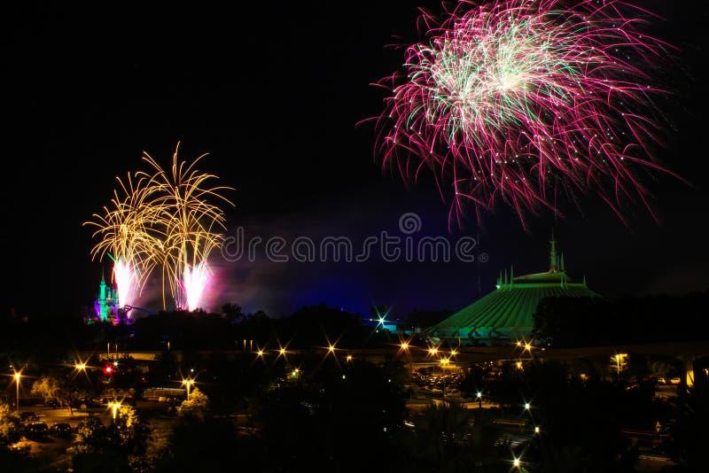 Vuurwerk over de Ruimteberg van Cinderella het Kasteel en royalty-vrije stock afbeeldingen