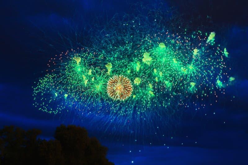 Vuurwerk over de stad royalty-vrije stock foto