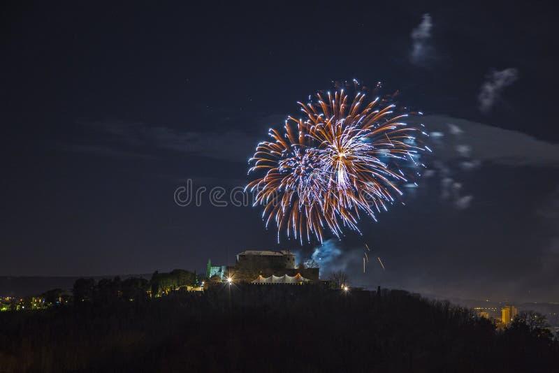 Vuurwerk over de Stad van Gorizia, Italië royalty-vrije stock afbeeldingen